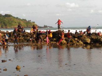 Pantai Menganti di Desa Karangduwur, Kebumen