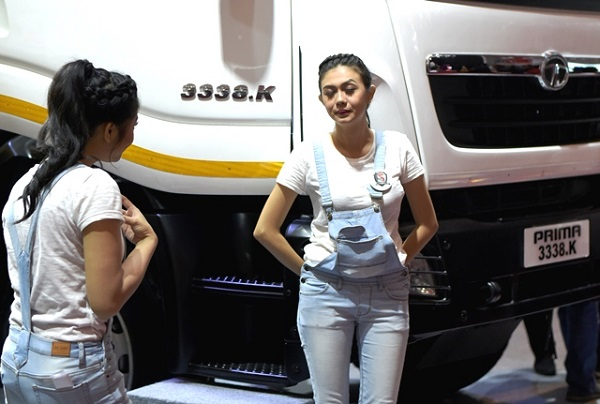 Sales Promotion Girl (SPG) atau usher di gelaran GAIKINDO Indonesia International Auto Show (GIIAS) 2018 di Indonesia Convention Exhibition (ICE) BSD City, Tangerang Selatan, Minggu, 5 Agustus 2018