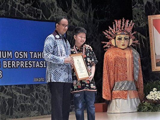 Edward Humianto bersama Gubernur DKI Jakarta Anies Baswedan