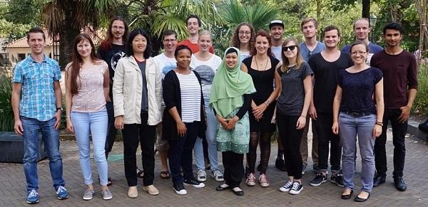 Indri Hapsari Putri bersama peserta program Master in Microbiology melakukan kunjungan ke micropia