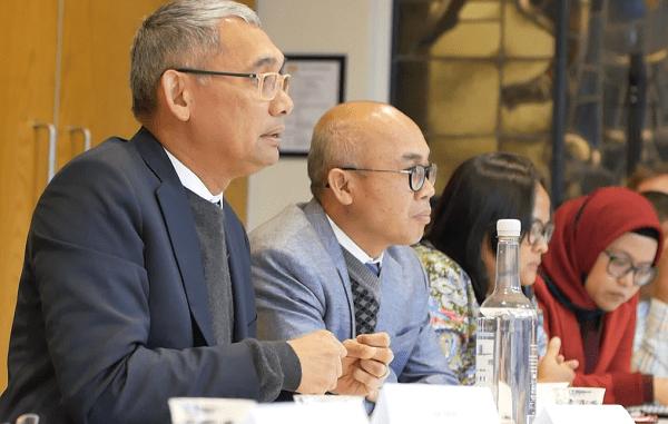 Direktur Utama Lembaga Pengelola Dana Pendidikan (LPDP), Rionald Silaban bersama tim di Kantor Nuffic di Den Haag, Belanda, Senin, 19 November 2018