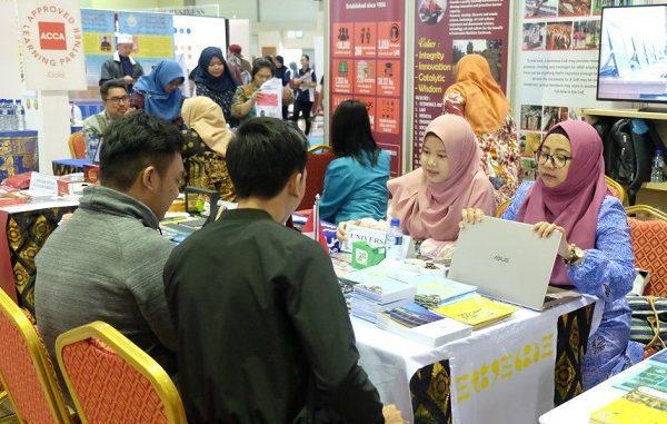 Booth 4 Universitas dari Indonesia Diserbu Ratusan Pelajar Brunei
