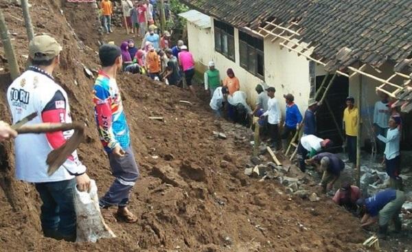 DPR Desak Pemerintah Relokasi Sekolah-sekolah di Daerah Rawan Bencana