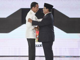 Capres nomor urut 01 Joko Widodo (kiri) dan capres nomor urut 02 Prabowo Subianto