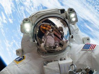 Astronot Luar Angkasa