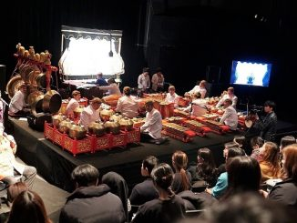 Pementasan wayang kulit di Auditorium Seoul Institute of the Arts (SIA), Kamis, 4 April 2019