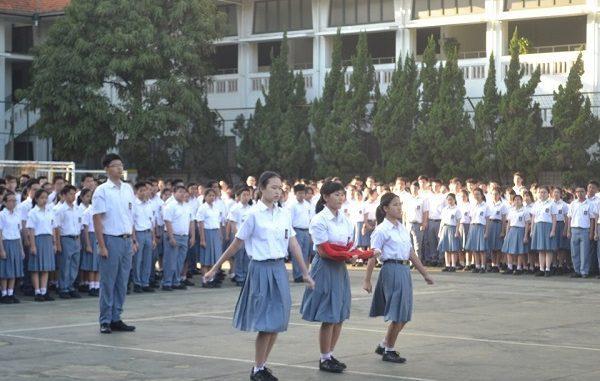 Peserta didik di SMA Santa Angela Bandung