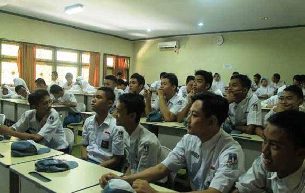 Peserta didik di SMA Negeri 2 Lumajang