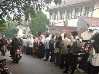Antrean Pendaftaran Sekolah di Depok