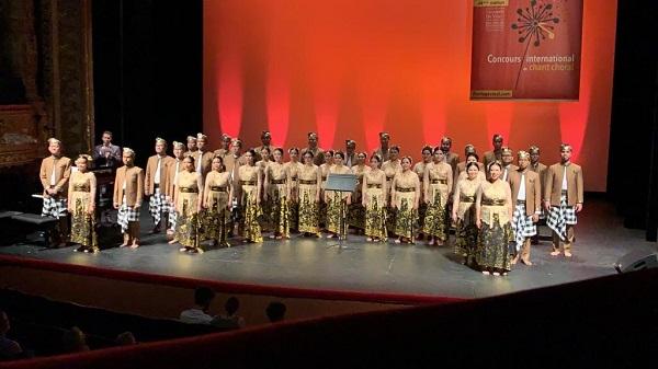 Batavia Madrigal Singers di di Florilége Vocal de Tours di kota Tours, Perancis