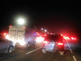 Kemacetan di Jalan Tol setelah pintu tol Cikampek Utama arah Jakarta