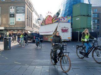 Sepeda menjadi kendaraan alternatif yang banyak dimanfaatkan pelajar dan mahasiswa di Belanda