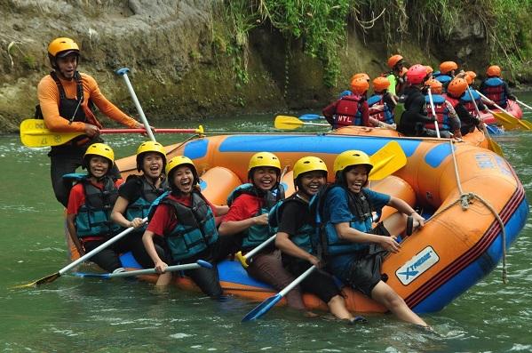 Rafting di Sungai Elo di Magelang