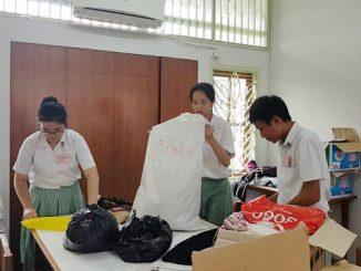 Peserta didik SMP Santa Ursula BSD melakukan penggalangan bantuan untuk korban gempa Lombok