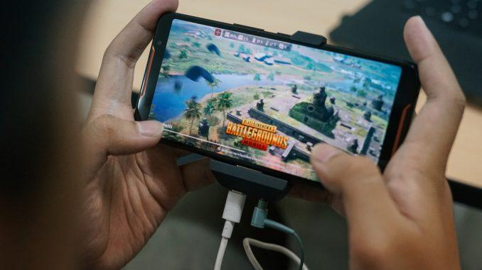 main game sambil mengisi daya