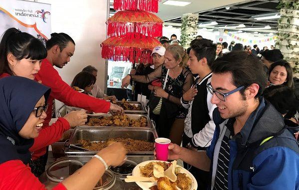 Indonesia di Festival Gastronomi sekaligus bazar amal yang diadakan oleh Yayasan Ninos de Maria yang mengasuh 300 anak kurang mampu di Ekuador