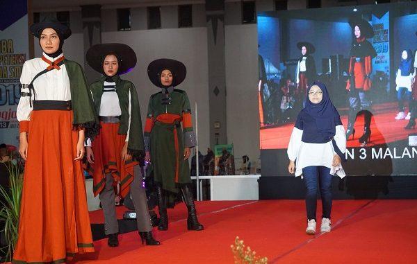 Fashion Technology atau Teknologi Tata Busana diperagakan di Lomba Kompetensi Siswa (LKS) SMK 2019