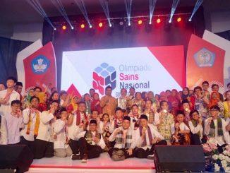 Para peraih medali di acara penutupan Olimpiade Sains Nasional (OSN) 2019 tingkat SMA di Manado