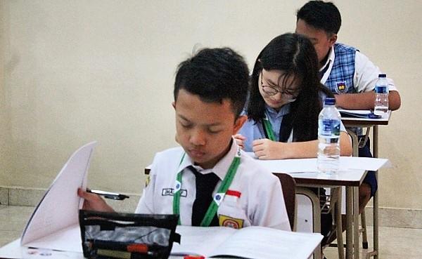 Peserta OSN IPS 2019 Tingkat SMP sedang mengikuti ujian tertutlis di Yogyakarta