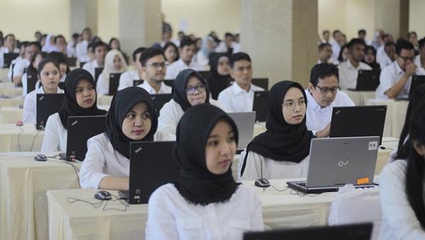 Peserta ujian calon pegawai negeri Sipil (CPNS)