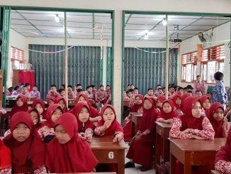 Anak-anak Sekolah Dasar di Gunung Kidul