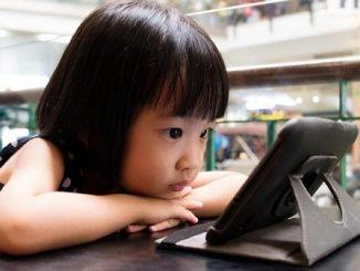 Anak-anak dengan gadget