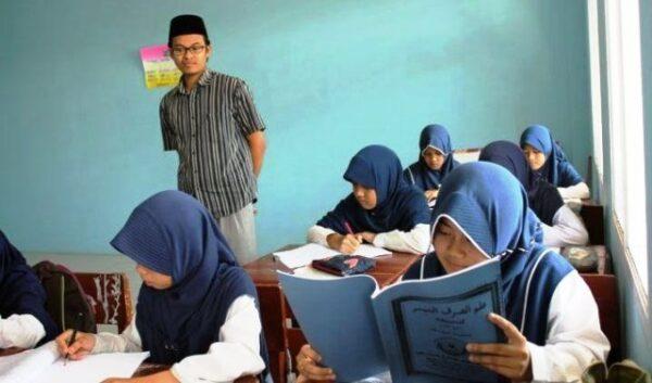 Guru Madrasah (KalderaNews.com/Ist.)