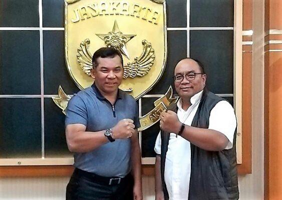 Pangdam Jaya Mayjend TNI Eko Margiyono bersama Ketua Pembina Yayasan Paskalis, Romo Robertus Agung Suryanto OFM setelah audiensi dan silahturahmi di Markas Kodam Jaya Sabtu, 31 Agustus 2019, pukul 15:00-17:00 WIB