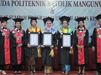 Wisuda perdana di Politeknik Katolik Mangunwijaya