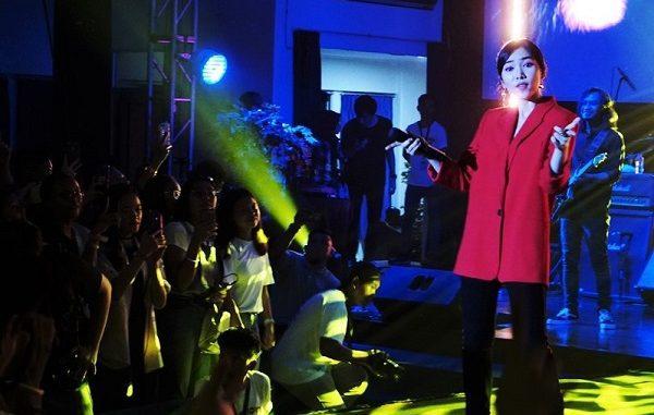 Isyana Sarasvati tampil di acara Closing Fortelations SMAK 7 PENABUR Jakarta pada Sabtu, 21 September 2019