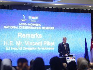Kepala Delegasi Uni Eropa untuk Indonesia, Vincent Piket memberikan sambutan terkait peluncuran program baru bantuan perdagangan ARISE+ Indonesia Trade Support Facility senilai 15 juta euro untuk Indonesia di Ayana Midplaza Jakarta, 25 September 2019