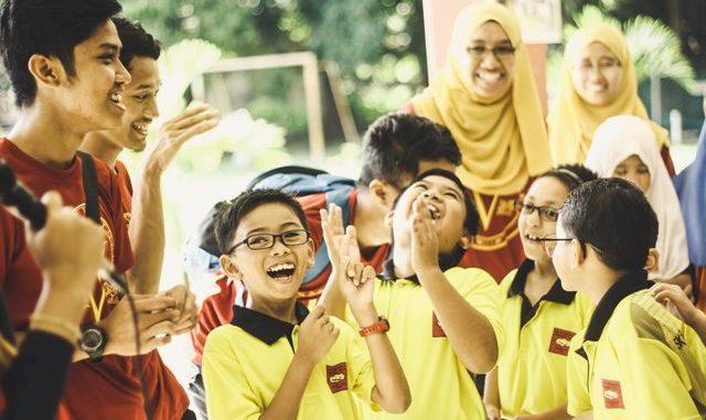 Mahasiswa KKN, mangajar anak-anak
