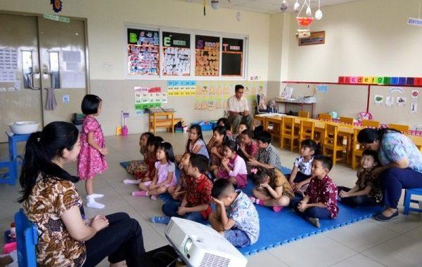Anak-anak di Sekolah TKK PENABUR Kota Wisata berani tampil di depan teman-teman