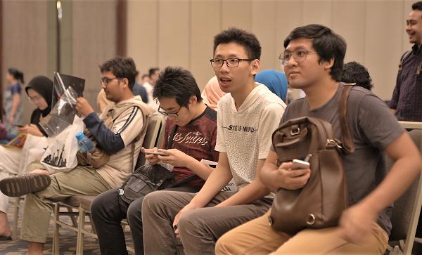 Para pengunjung antre di U.S Graduate Fair 2019 di Sheraton Grand Jakarta Gandaria City Hotel, Sabtu, 21 September 2019