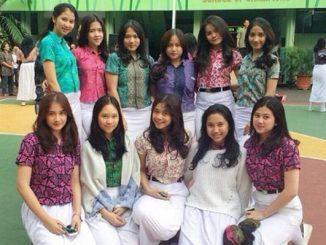 Anak SMA dengan pakaian batik (KalderaNews/Ist)