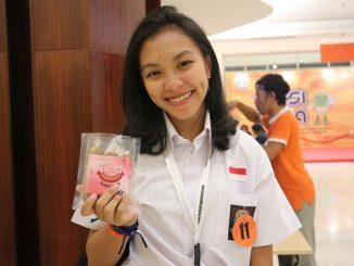 Nawang dari SMA Stella Duce, DI Yogyakarta di Festival Inovasi dan Kewirausahaan Siswa Indonesia (FIKSI) SMA 2019, Bandung, 1-5 Oktober 2019