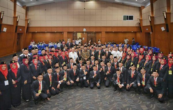 94 guru yang dikirim ke Malaysia untuk mengajar anak-anak Indonesia di Pusat Kegiatan Belajar Masyarakat (PKBM) atau Community Learning Center (CLC) yang tersebar di wilayah Sabah dan Sarawak