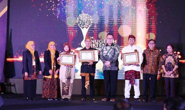 Para pemenang Anugerah Pendidik dan Tenaga Kependidikan (Diktendik) Berprestasi 2019. (Dok. Kemendikbud)