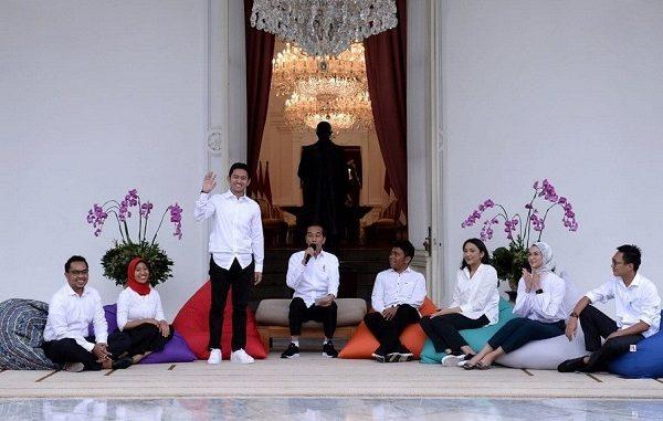 Presiden Jokowi mengumumkan 7 Staf Khusus Milenial di Istana Negara Jakarta, Kamis, 21 November 2019