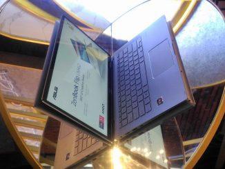 Asus ZenBook Flip UM462