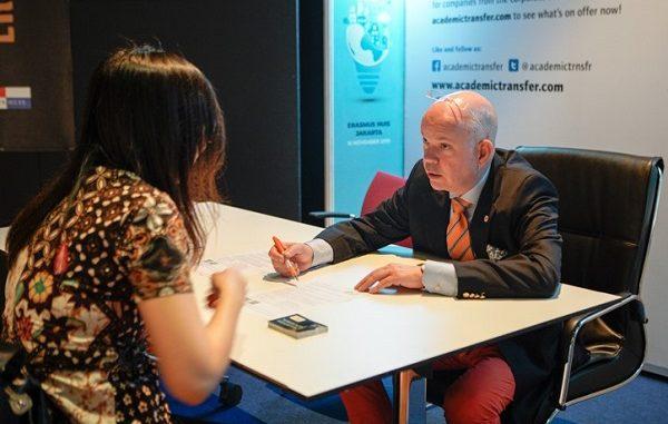 CEO Academic Transfer, Jeroen Sparla di acara PhD Recruitment 2019 yang dihelat Nuffic Neso Indonesia bekerja sama dengan Academic Transfer di Erasmus Huis Jakarta, Sabtu, 16 November 2019