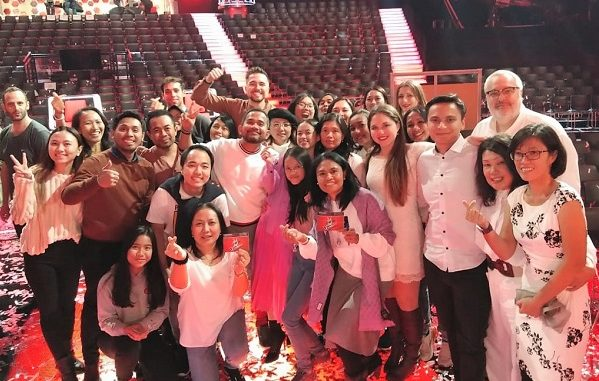 Para pendukung bersama Claudia Emmanuela Santoso usai memenangi the Voice of Germany 2019