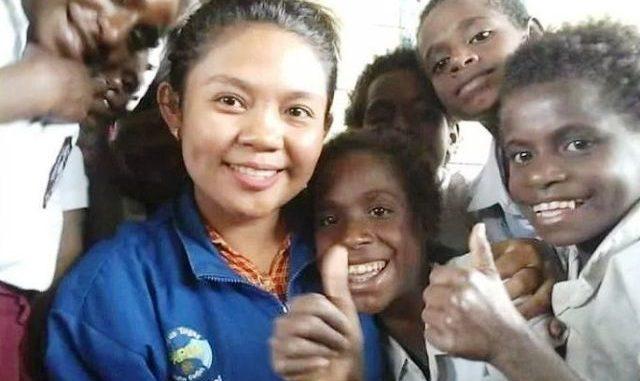 Diana Cristiana Da Costa Ati bersama anak-anak di Papua. (Dok. Pribadi)