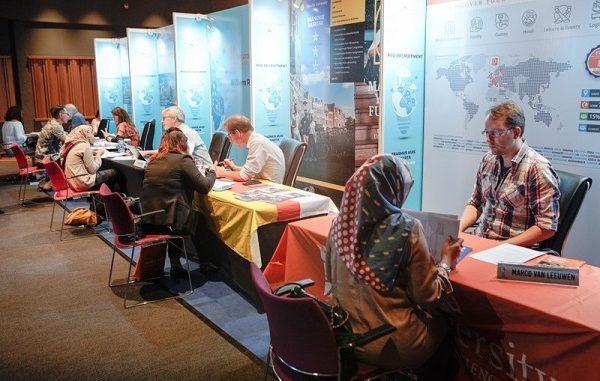 Para peneliti Indonesia yang ingin ambil PhD di Belanda bertatap muka dengan para profesor dari Belanda di acara PhD Recruitment 2019 di Erasmus Huis Jakarta, Sabtu, 16 November 2019
