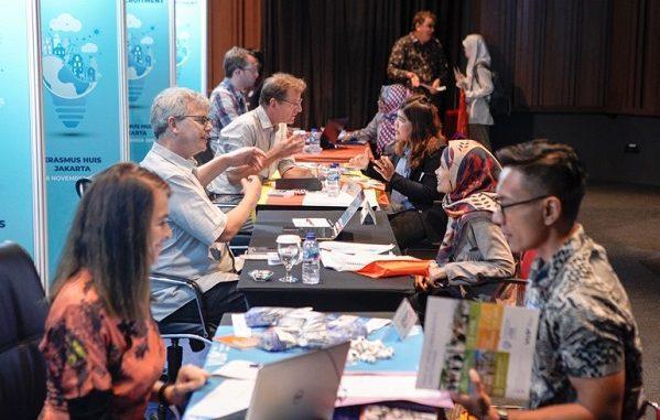 Para calon peneliti Indonesia yang ingin ambil PhD di Belanda bertatap muka dengan para profesor dari Belanda di acara PhD Recruitment 2019 di Erasmus Huis Jakarta, Sabtu, 16 November 2019