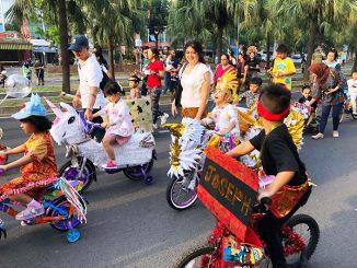 """Semarak The Power of Culture """"Batik Carnival"""" di Jalan Boulevard Bintaro (depan sekolah BPK PENABUR Bintaro Jaya), Minggu, 17 November 2019, pukul 06.00 — 09.00 WIB (KalderaNews/Humas PENABUR)"""
