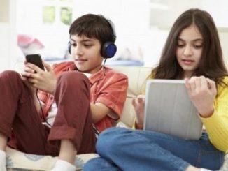 Liburan anak identik dengan dengan bermain gadget