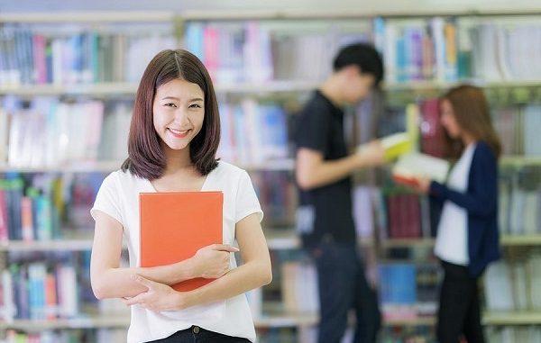 Beasiswa Mahasiswa Aktif Berprestasi STIE Trisaksi