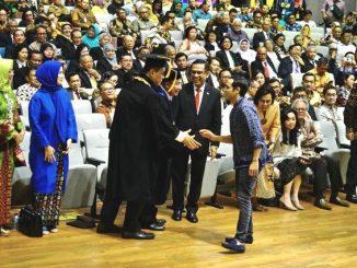 Gaya berpakaian Mendikbud Nadiem Makarim saat pelantikan Rektor UI. (Ist.)