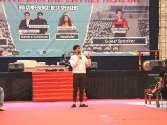 Kaesang Pangarep menjadi pembicara dalam Creative Digital Entrepreneur (CDE) di President University. (Dok. President University)